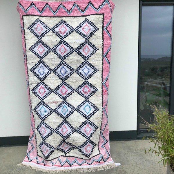 Boucherouite teppe vevd for hånd i Marokko. Tykk bomull og sarte pasteller.