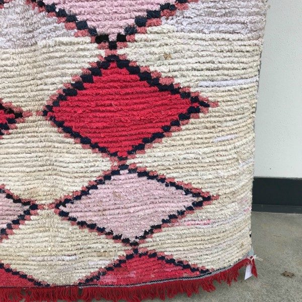 Nydelig boucherouite teppe i fine farger. Vevd for hånd i Marokko.