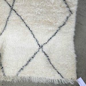 Marmoucha teppene er mindre kjent enn Beni Ourain. Mykere og hvitere. Du finner det i vår marokkanske kolleksjon.