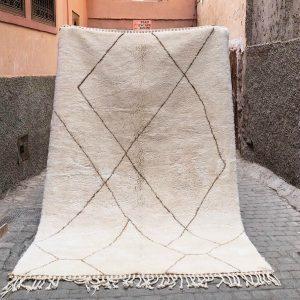 Luksuriøst Beni Mrirt teppe vevd for hånd i Marokko.