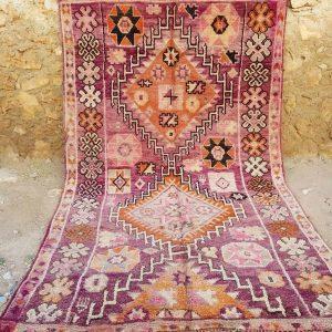 Et nydelig berberteppe i i sarte farger. Håndvevd i Marokko i 100% ull. Unikt.