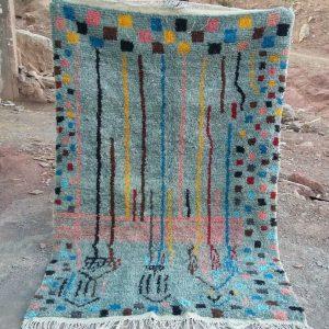 Vakkert Azilalteppe fra Marokko. Vevd for hånd i naturlige materialer. One of a kind, førstemann til mølla!