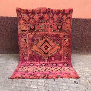 Unikt og vakkert Bejaad teppe. Helt unikt og vevd for hånd i Marokko. Sjekk ut nettbutikken for et håndplukket utvalg.