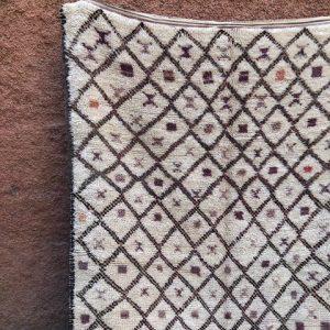 Vakkert vintageteppe vevd for hånd i Marokko. Beni Ourain.