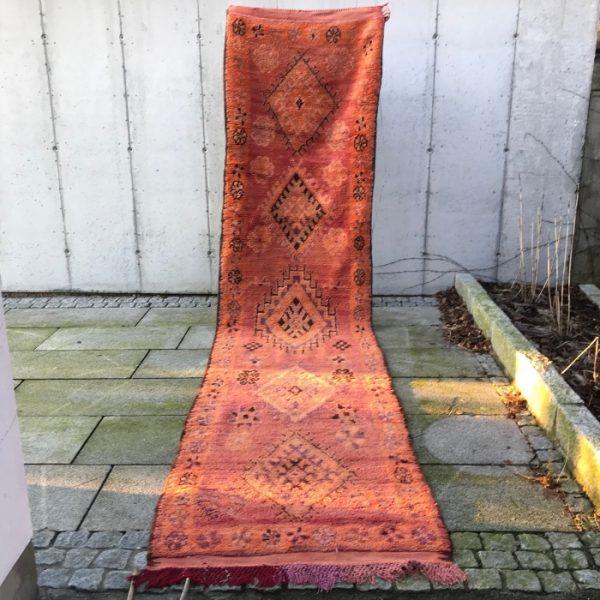 Nydelig vintageløper i brente toner. Dette Bejaad teppet er håndhevd i 100% ull.
