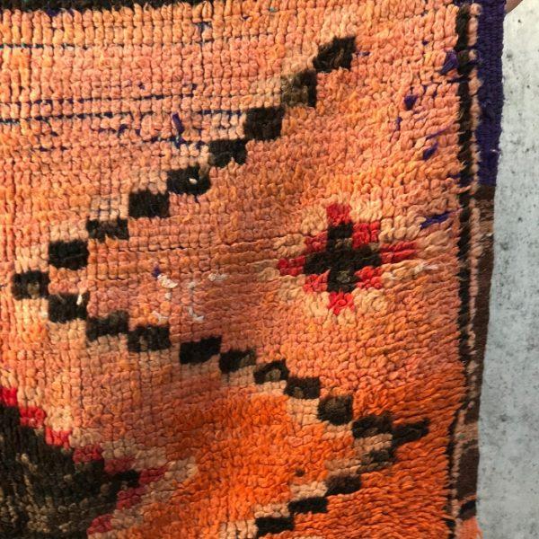 Vakker Bejaad matte vevd for hånd i ren ull. Unikt vintage berberteppe.