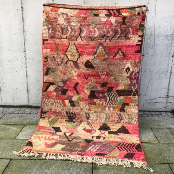 Vintage berberteppe i nydelige og klare farger.