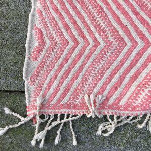 Vakker kelim i nydelig rosa. Tettved og flatvev ull.