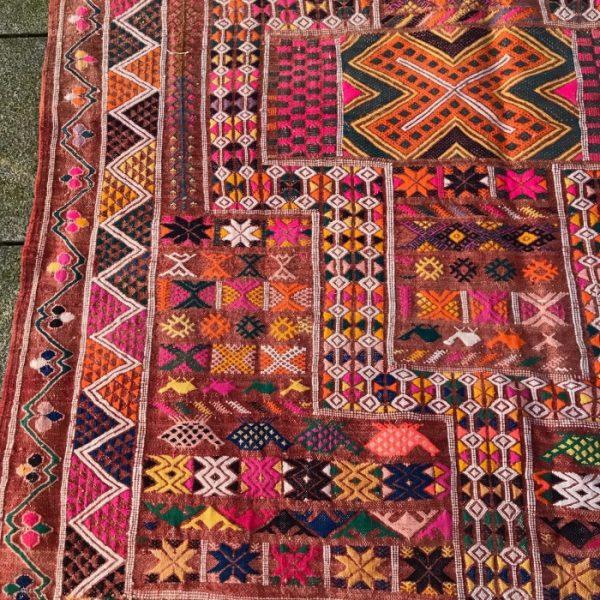 Kelim i nydelige farger og mønster. Vevd for hånd i ull.