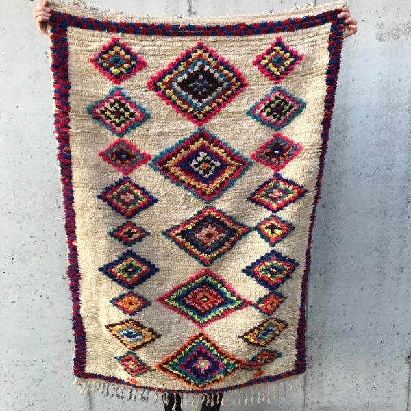 Nydelig liten Ourika matte vevd for hånd i Marokko. Lekent og fint på et soverom, i ei gang eller på hytta.
