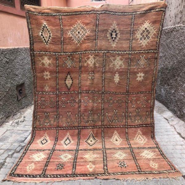Unike gulvtepper knyttet for hånd i Marokko. Hele vår kolleksjon er håndplukket. Fin kvalitet og nydelige tepper.