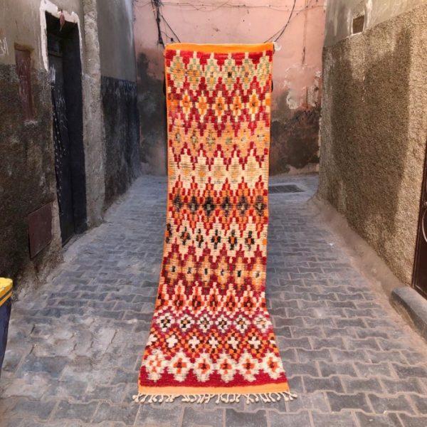 Vakker og unik vintage-løper. Vevd for hånd og håndplukket i Marokko.