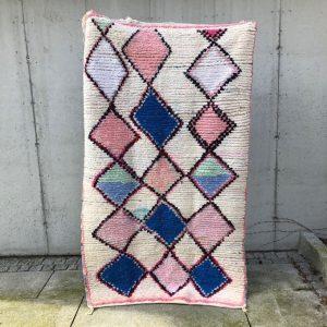 Nydelig boucherouite teppe fra Marokko. Knyttet for hånd. Se mer på Cosa.no.