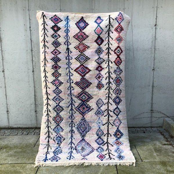 Nydelig boucherouite teppe. Disse marokkanske teppene er knyttet for hånd og håndplukket av Cosa.