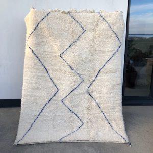 Nydelig Beni ourain teppe vevd for hånd i ren ull. klassisk og passer fint inn i alle innredninger.