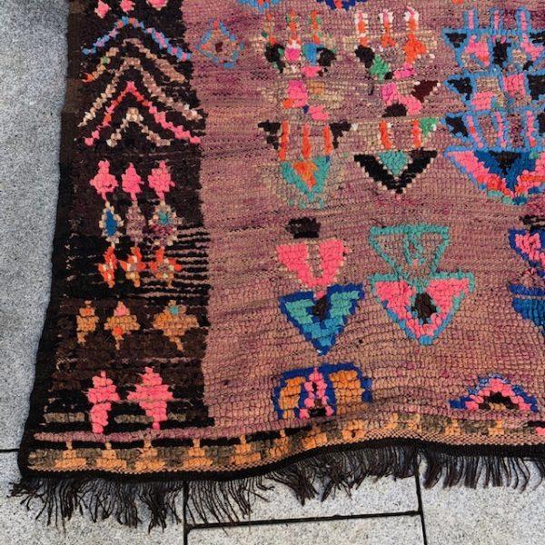 Vakkert vintageteppe fra Marokko. Vevd for hånd i ren ull. helt unikt.