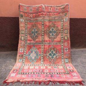 Vakkert vintageteppe fra Marokko med en historie!