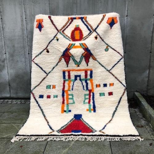 Hva med et Azilalteppe? Nydelig marokkansk teppe i ren ull.
