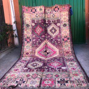 Nydelig vintageteppe fra Marokko. Nydelige lillatoner. Til salgs!