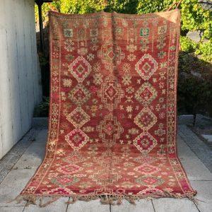 Stort og vakkert vintageteppe knyttet for hånd i Marokko.Du finner det i nettbutikken!