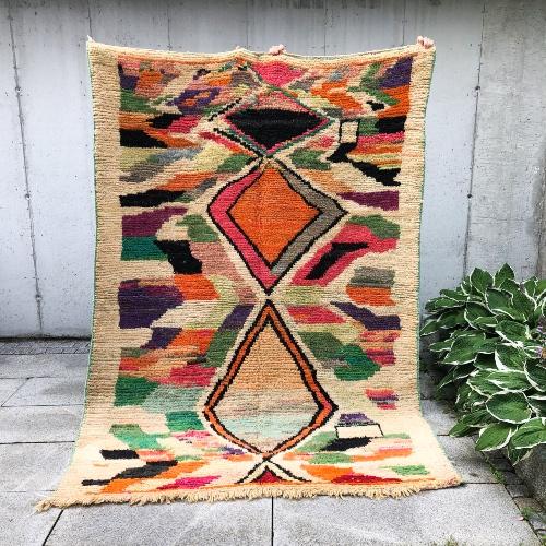 Kult teppe fra Marokko. Knyttet for hånd i ren ull. Finnes kun i ett eneste eksemplar!